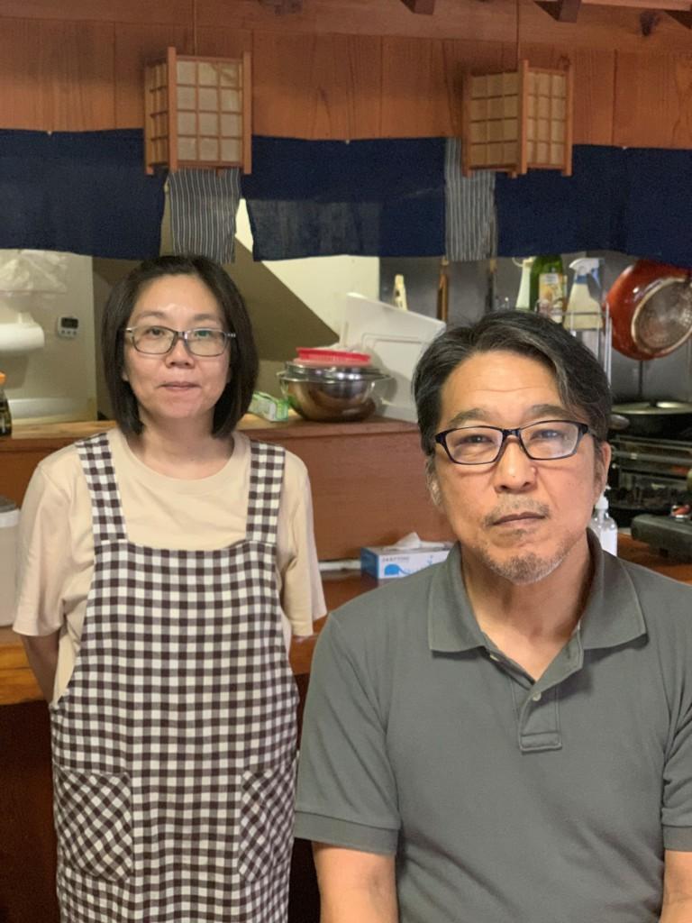 清田雄三さん/八重岳食堂/右:清田雄三さん 左:春美さん