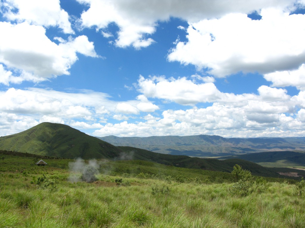 アフリカ大陸を南北に縦断する巨大な渓谷リフトバレー