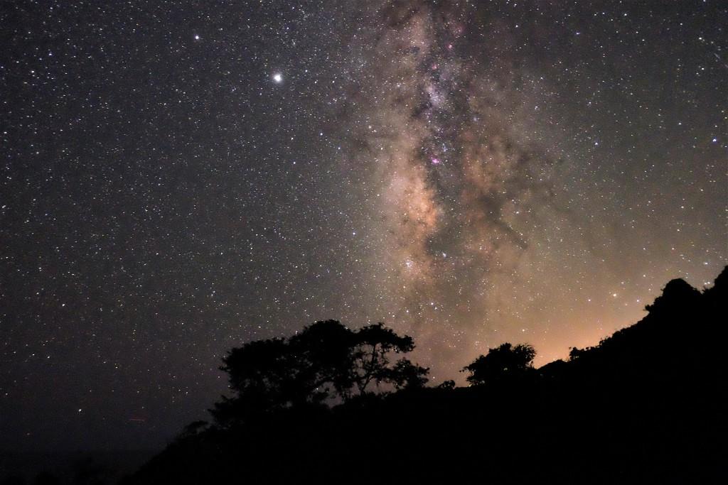 満点の星空を見ながら温泉に入れる